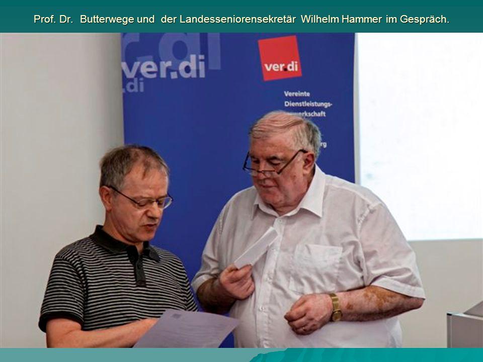 Prof. Dr. Butterwege und der Landesseniorensekretär Wilhelm Hammer im Gespräch.