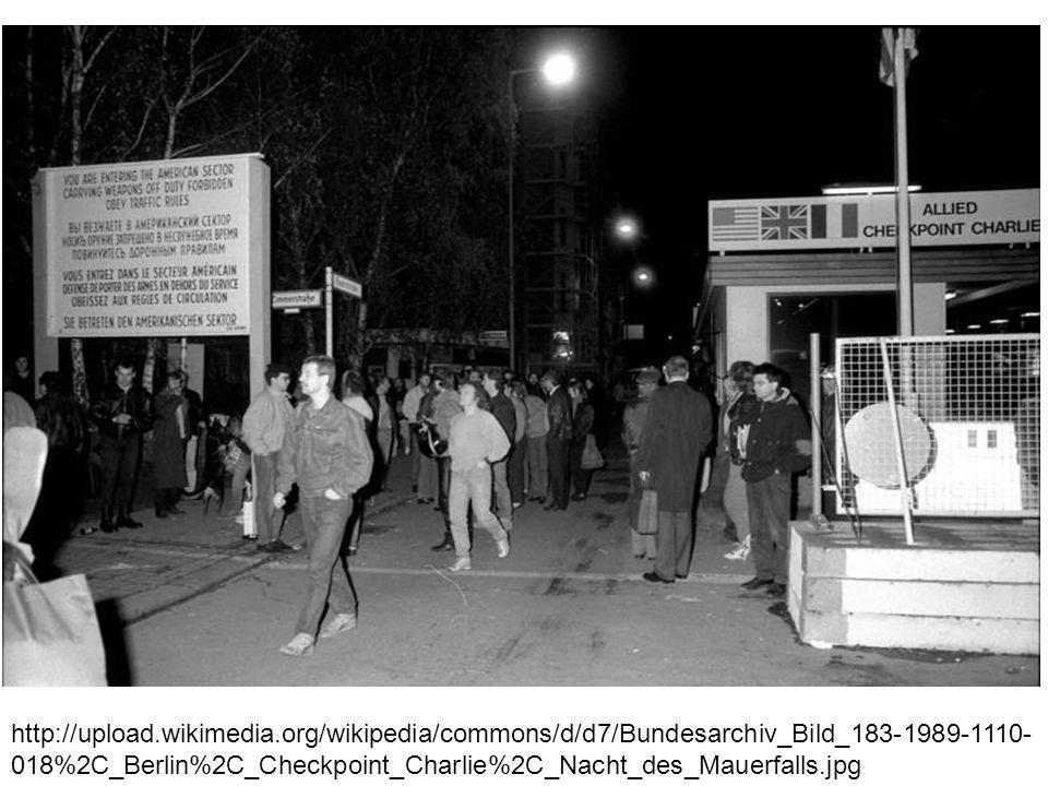 http://upload.wikimedia.org/wikipedia/commons/d/d7/Bundesarchiv_Bild_183-1989-1110- 018%2C_Berlin%2C_Checkpoint_Charlie%2C_Nacht_des_Mauerfalls.jpg