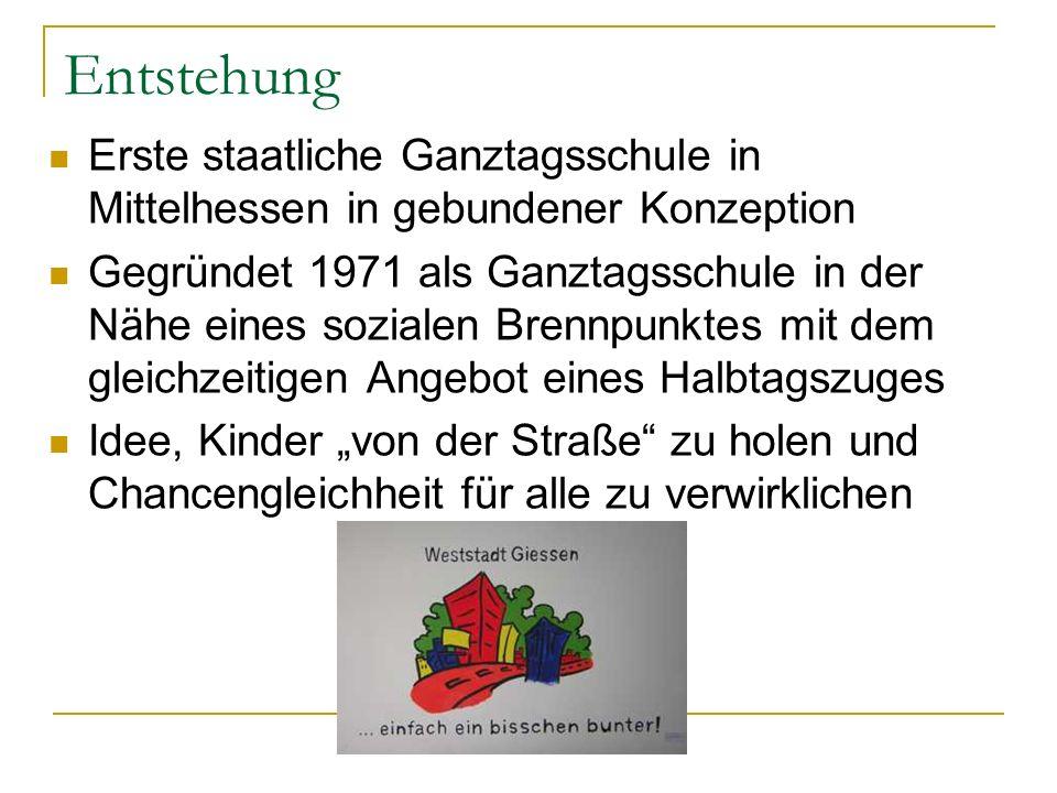 Erste staatliche Ganztagsschule in Mittelhessen in gebundener Konzeption Gegründet 1971 als Ganztagsschule in der Nähe eines sozialen Brennpunktes mit
