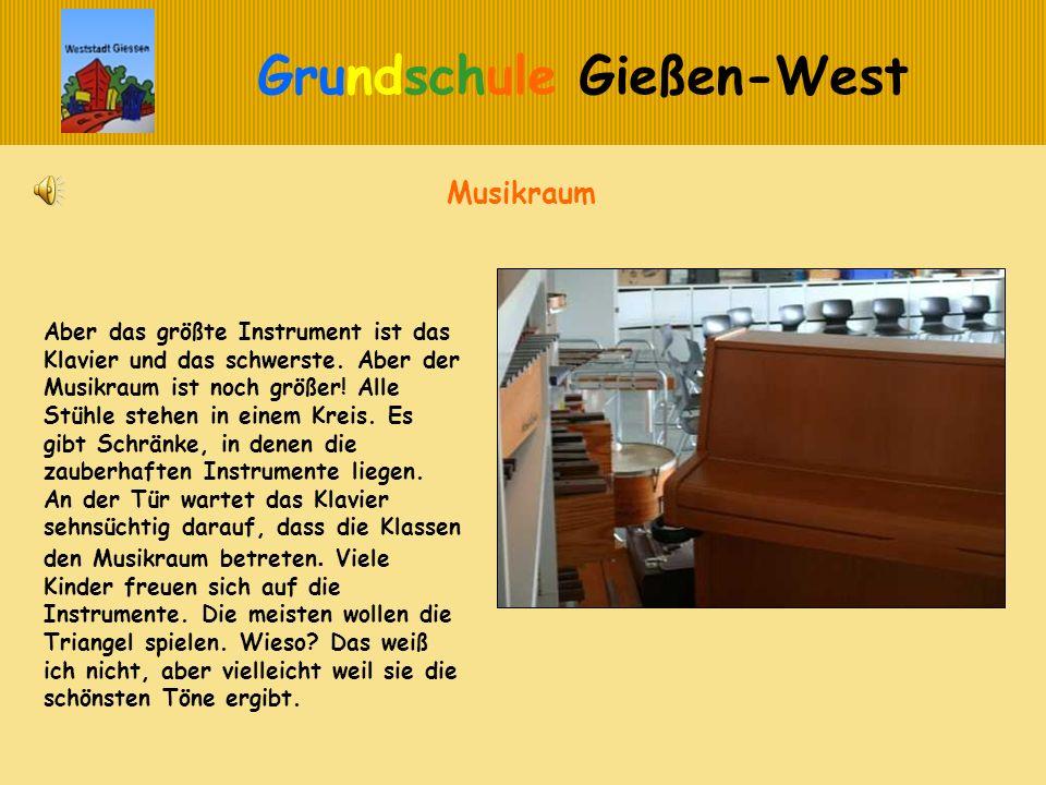 Grundschule Gießen-West Musikraum Aber das größte Instrument ist das Klavier und das schwerste. Aber der Musikraum ist noch größer! Alle Stühle stehen