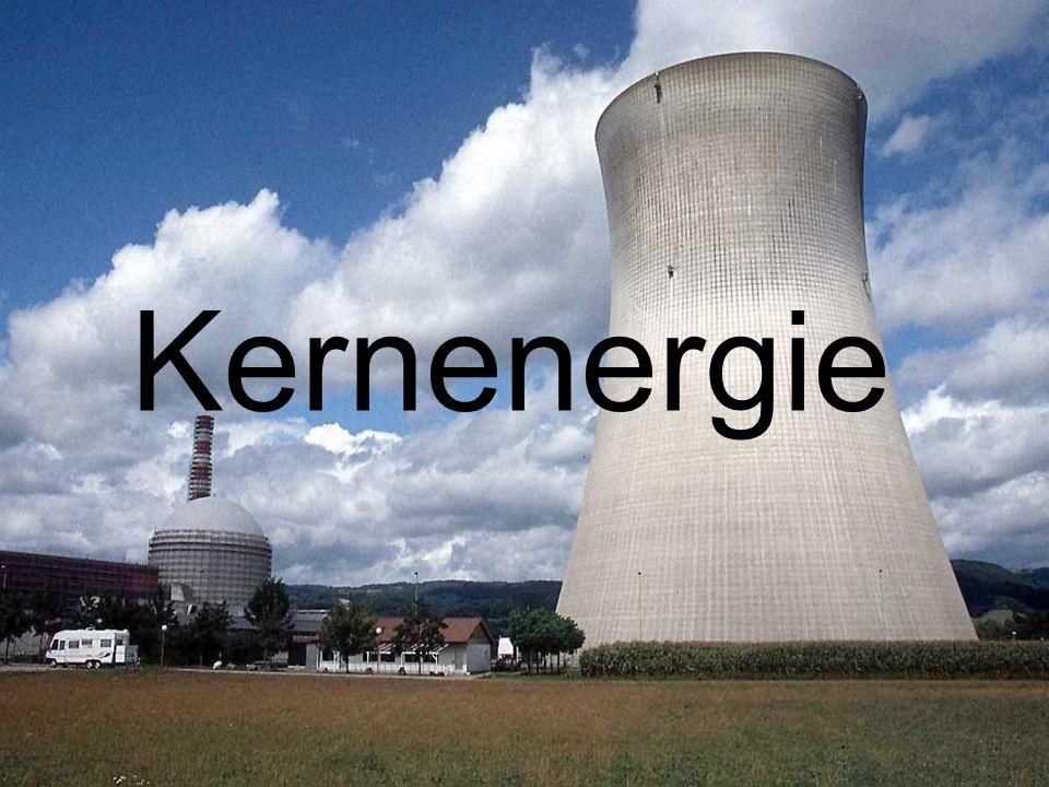 Geschichte 1890 Entdeckung der Radioaktivität 1938 Entdeckung der induzierten Kernspaltung Zuerst: militärische Nutzung (Atombombe) 1951 Kernenergie erstmals zur Stromerzeugung genutzt 1954 erstes Kernkraftwerk in Moskau 1979 erstes Reaktorunglück wachsende Opposition 1986 Tschernobyl Ausstieg Deutschlands aus der kommerziellen Nutzung der Kernenergie bis 2020