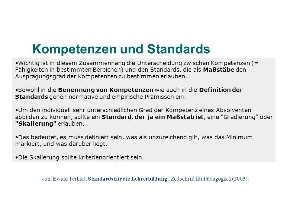 Wichtig ist in diesem Zusammenhang die Unterscheidung zwischen Kompetenzen (= Fähigkeiten in bestimmten Bereichen) und den Standards, die als Maßstäbe
