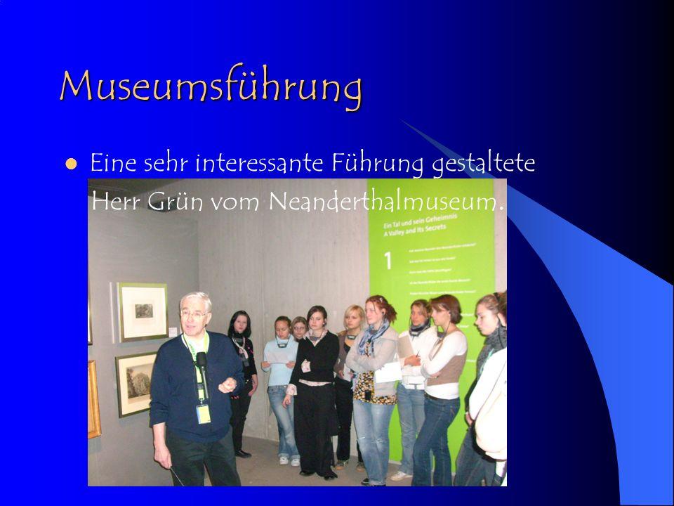 Eigene Erkundung Gleichzeitig konnten wir uns auch mit der Museumspädagogik und den besonderen Anforderungen an Erzieher/innen und Lehrer/innen, die Kindergruppen im Museum begleiten, auseinandersetzen.