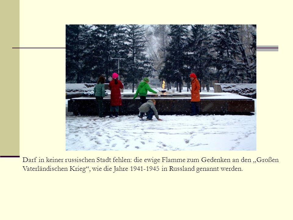 Darf in keiner russischen Stadt fehlen: die ewige Flamme zum Gedenken an den Großen Vaterländischen Krieg, wie die Jahre 1941-1945 in Russland genannt werden.