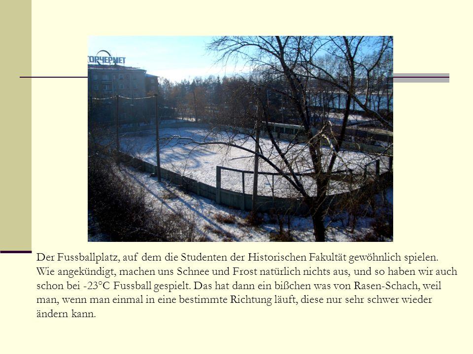 Der Fussballplatz, auf dem die Studenten der Historischen Fakultät gewöhnlich spielen.
