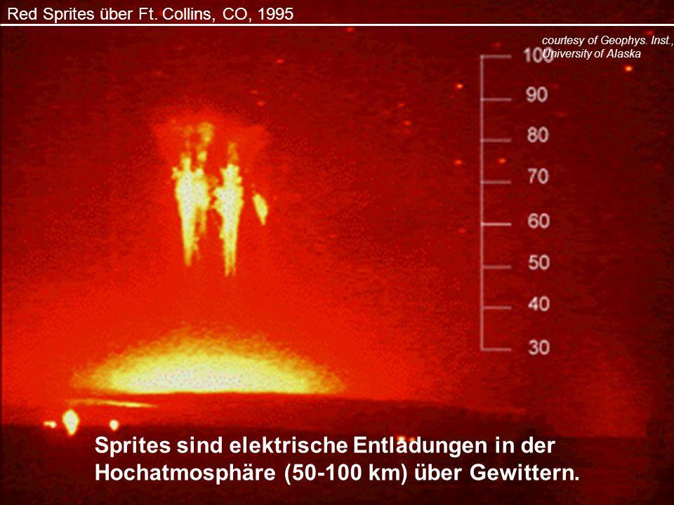 Red Sprites über Ft. Collins, CO, 1995 Sprites sind elektrische Entladungen in der Hochatmosphäre (50-100 km) über Gewittern. courtesy of Geophys. Ins