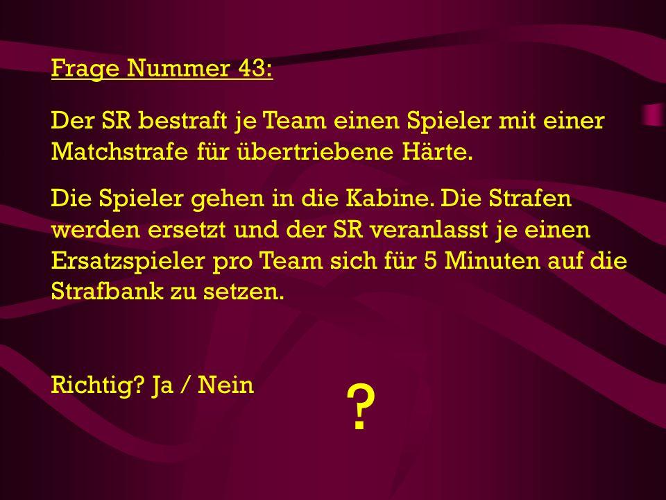 ? Frage Nummer 43: Der SR bestraft je Team einen Spieler mit einer Matchstrafe für übertriebene Härte. Die Spieler gehen in die Kabine. Die Strafen we