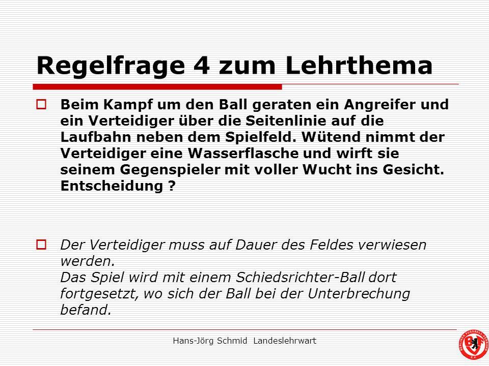 Hans-Jörg Schmid Landeslehrwart Regelfrage 4 zum Lehrthema Beim Kampf um den Ball geraten ein Angreifer und ein Verteidiger über die Seitenlinie auf d