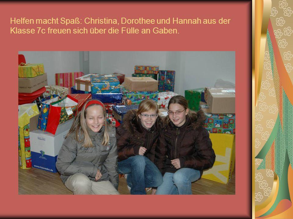 Bis zur Pause sind bereits große Kartons eingetroffen, in welchen einzelne Eltern weitere Hilfsgüter für die rumänischen Familien anlieferten