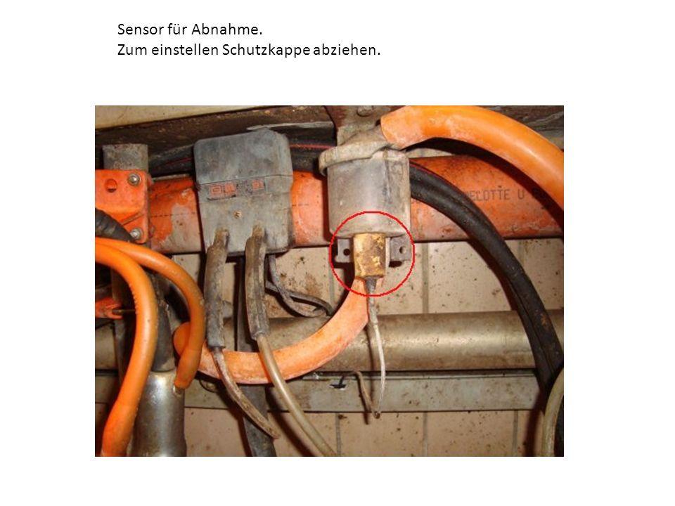 Sensor einstellen (Grundeinstellung bei 200g): Sensor zurückschrauben/nach unten bis er Durchgang hat (Display zeigt ca.