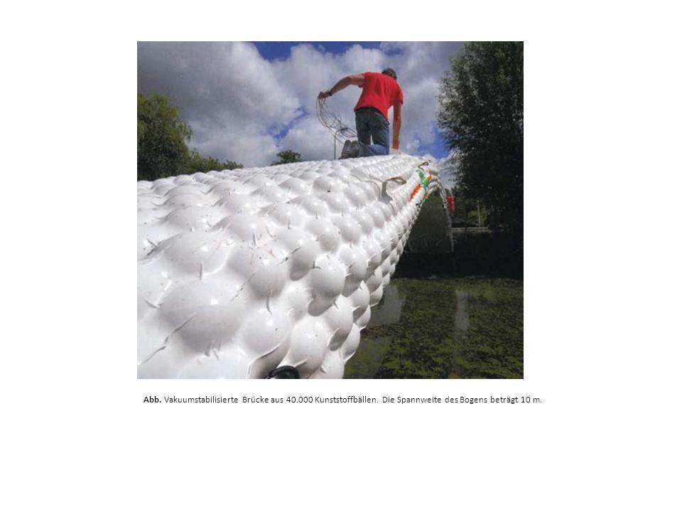 Abb. Vakuumstabilisierte Brücke aus 40.000 Kunststoffbällen. Die Spannweite des Bogens beträgt 10 m.