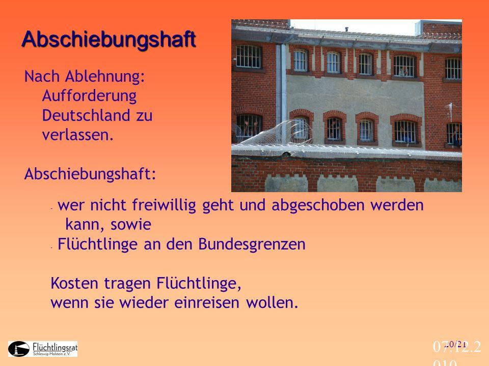 20/21 07.12.2 010 Abschiebungshaft Nach Ablehnung: Aufforderung Deutschland zu verlassen. Abschiebungshaft: - wer nicht freiwillig geht und abgeschobe