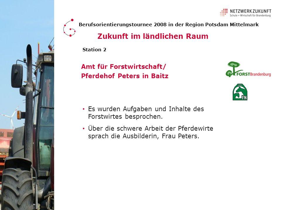 Amt für Forstwirtschaft/ Pferdehof Peters in Baitz Berufsorientierungstournee 2008 in der Region Potsdam Mittelmark Station 2 Ein Auszubildender zeigte Technik, die die Forstwirte verwenden.