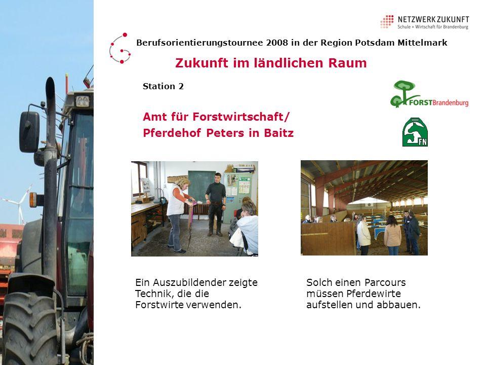 Amt für Forstwirtschaft/ Pferdehof Peters in Baitz Berufsorientierungstournee 2008 in der Region Potsdam Mittelmark Station 2 Ein Auszubildender zeigt