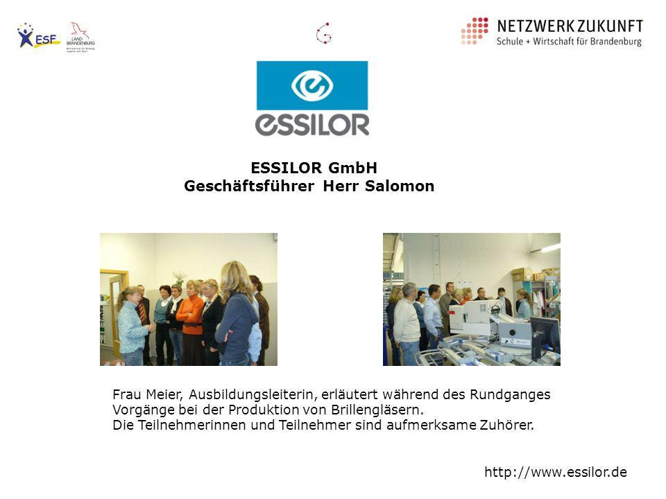 ESSILOR GmbH Geschäftsführer Herr Salomon Frau Meier, Ausbildungsleiterin, erläutert während des Rundganges Vorgänge bei der Produktion von Brillenglä