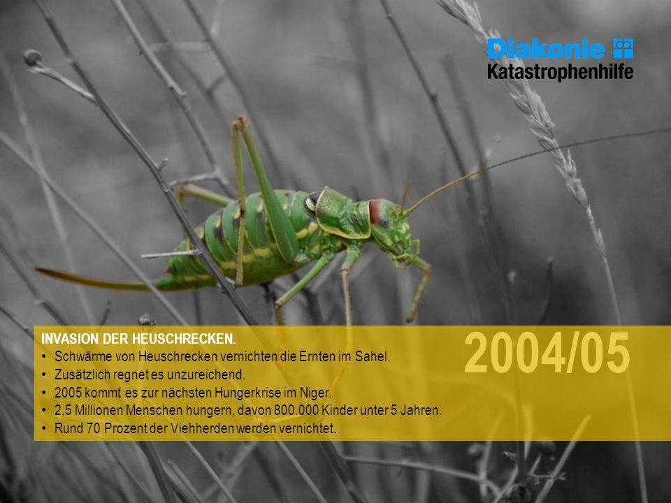 2004/05 INVASION DER HEUSCHRECKEN. Schwärme von Heuschrecken vernichten die Ernten im Sahel. Zusätzlich regnet es unzureichend. 2005 kommt es zur näch