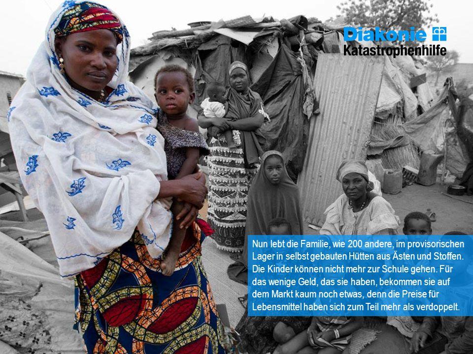 Nun lebt die Familie, wie 200 andere, im provisorischen Lager in selbst gebauten Hütten aus Ästen und Stoffen. Die Kinder können nicht mehr zur Schule