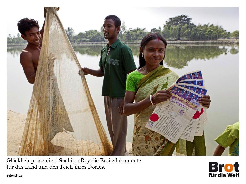 Seite 18/24 Glücklich präsentiert Suchitra Roy die Besitzdokumente für das Land und den Teich ihres Dorfes.