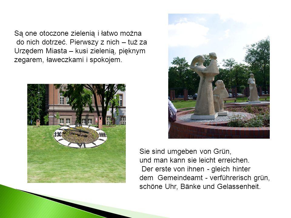 Są one otoczone zielenią i łatwo można do nich dotrzeć. Pierwszy z nich – tuż za Urzędem Miasta – kusi zielenią, pięknym zegarem, ławeczkami i spokoje