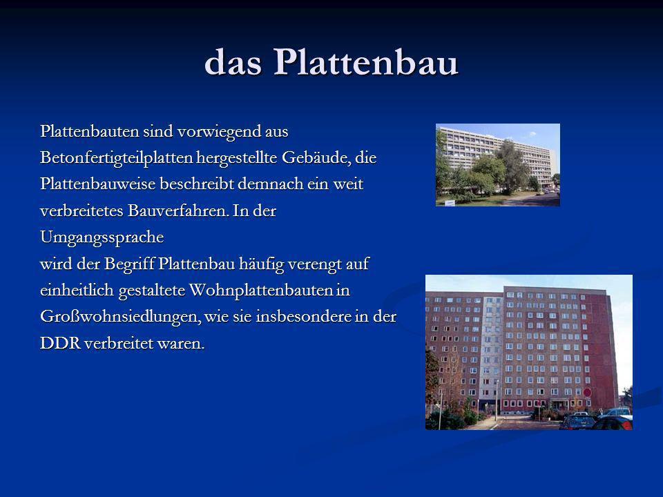 das Plattenbau Plattenbauten sind vorwiegend aus Betonfertigteilplatten hergestellte Gebäude, die Plattenbauweise beschreibt demnach ein weit verbreitetes Bauverfahren.