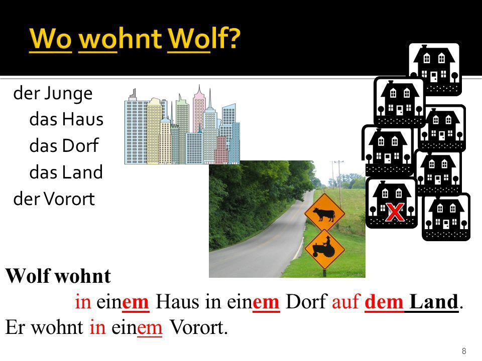8 Wolf wohnt in einem Haus in einem Dorf auf dem Land. Er wohnt in einem Vorort. der Junge das Haus das Dorf das Land der Vorort