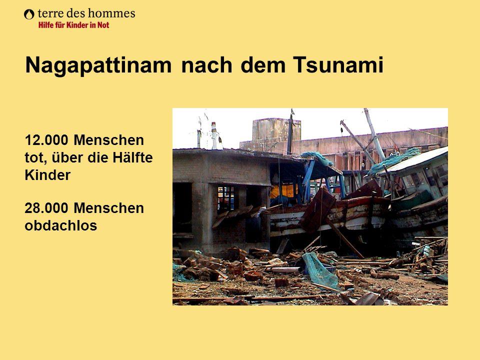 12.000 Menschen tot, über die Hälfte Kinder 28.000 Menschen obdachlos Nagapattinam nach dem Tsunami