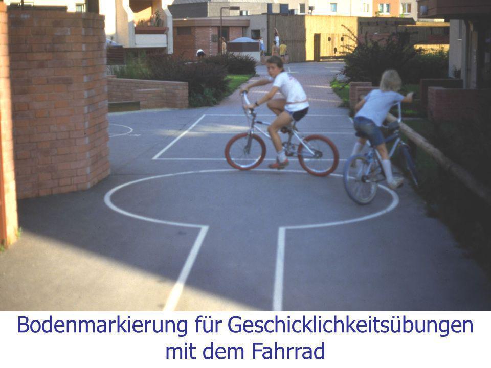 Bodenmarkierung für Geschicklichkeitsübungen mit dem Fahrrad
