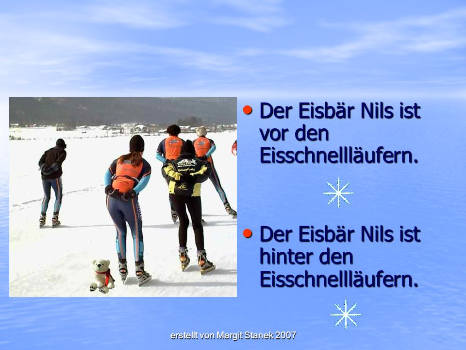 Der Eisbär Nils ist vor den Eisschnellläufern.Der Eisbär Nils ist vor den Eisschnellläufern.
