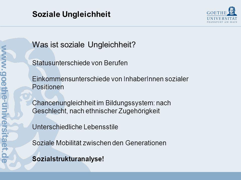 Soziale Ungleichheit Ralph Dahrendorf (1929 - 2009) Zurück zu Durkheim: Der Ursprung der Ungleichheit unter den Menschen liegt in der Existenz von mit Sanktionen versehenen Normen des Verhaltens in allen menschlichen Gesellschaften.