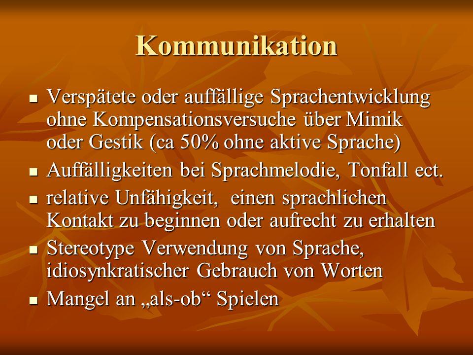 Kommunikation Verspätete oder auffällige Sprachentwicklung ohne Kompensationsversuche über Mimik oder Gestik (ca 50% ohne aktive Sprache) Verspätete o
