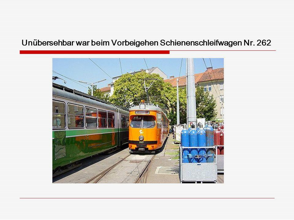 Unübersehbar war beim Vorbeigehen Schienenschleifwagen Nr. 262