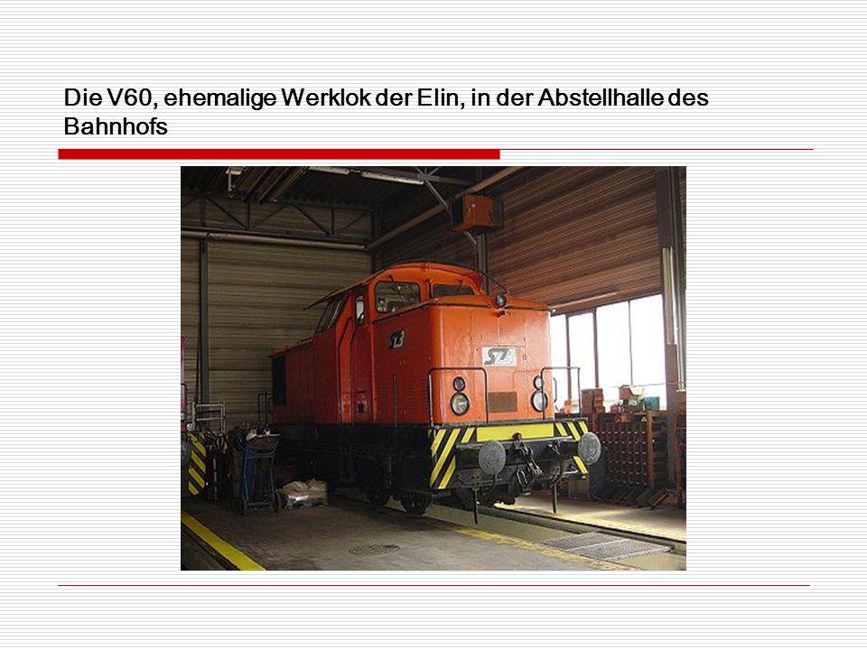 Die V60, ehemalige Werklok der Elin, in der Abstellhalle des Bahnhofs
