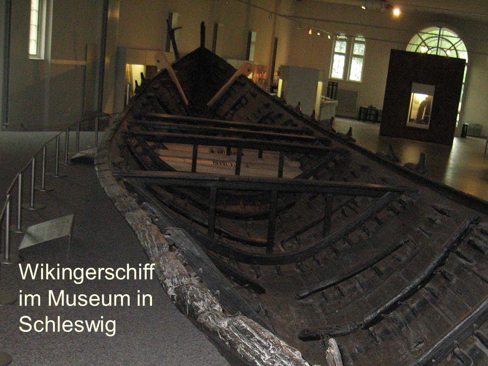 Wikingerschiff im Museum in Schleswig