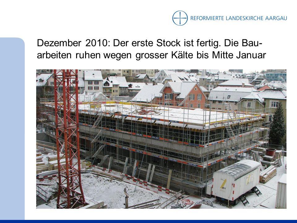 Dezember 2010: Der erste Stock ist fertig. Die Bau- arbeiten ruhen wegen grosser Kälte bis Mitte Januar