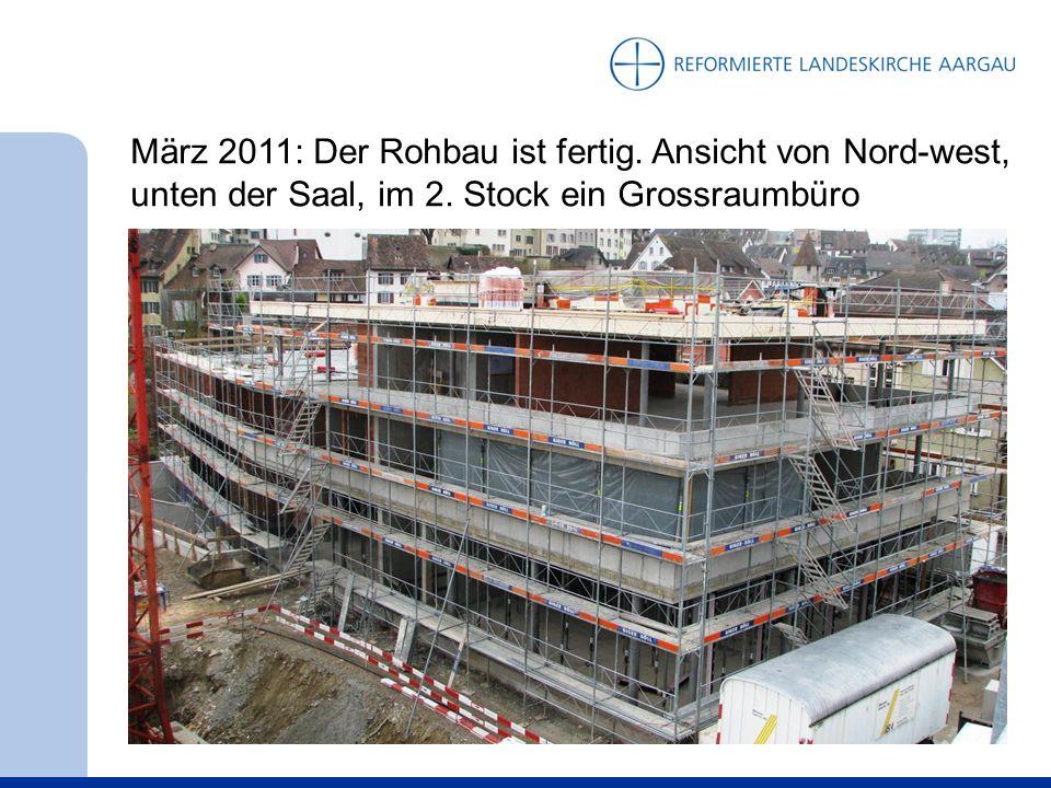 März 2011: Der Rohbau ist fertig. Ansicht von Nord-west, unten der Saal, im 2.