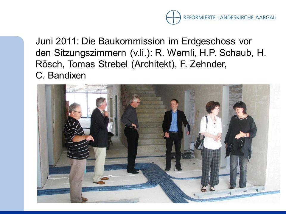 Juni 2011: Die Baukommission im Erdgeschoss vor den Sitzungszimmern (v.li.): R.
