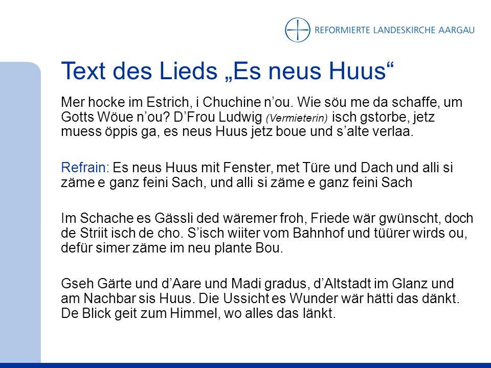 Text des Lieds Es neus Huus Mer hocke im Estrich, i Chuchine nou.