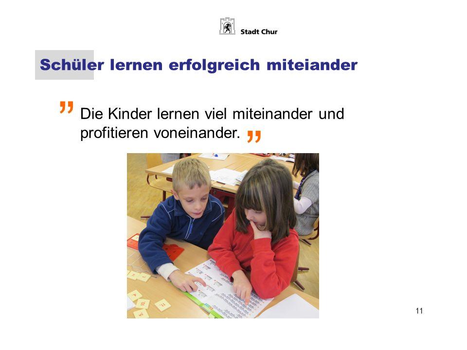 Schüler lernen erfolgreich miteiander Die Kinder lernen viel miteinander und profitieren voneinander.