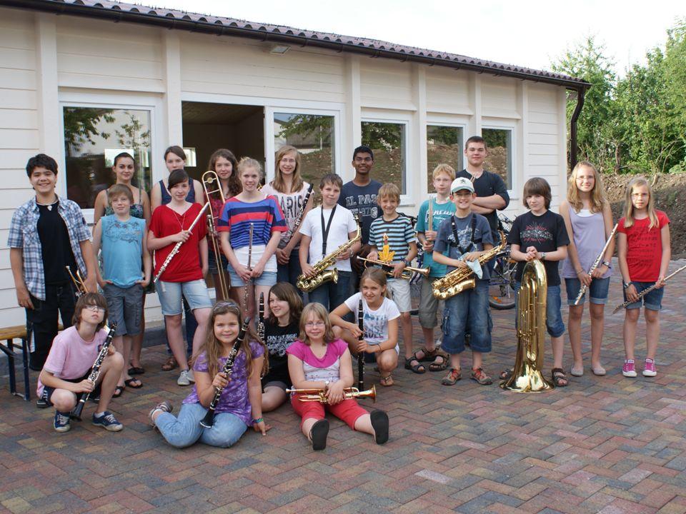 Der Verein bietet: Fachliche Unterstützung: – Bei der Entscheidungsfindung / Auswahl des geeigneten Instrumentes – Bei der Vermittlung von Instrumentallehrern – Bei Miete und Kauf von Instrumenten