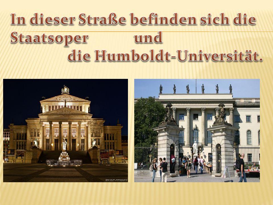 Er ist nicht weit vom Brandenburger Tor. Dort sitzt das deutsche Parlament- Bundestag.
