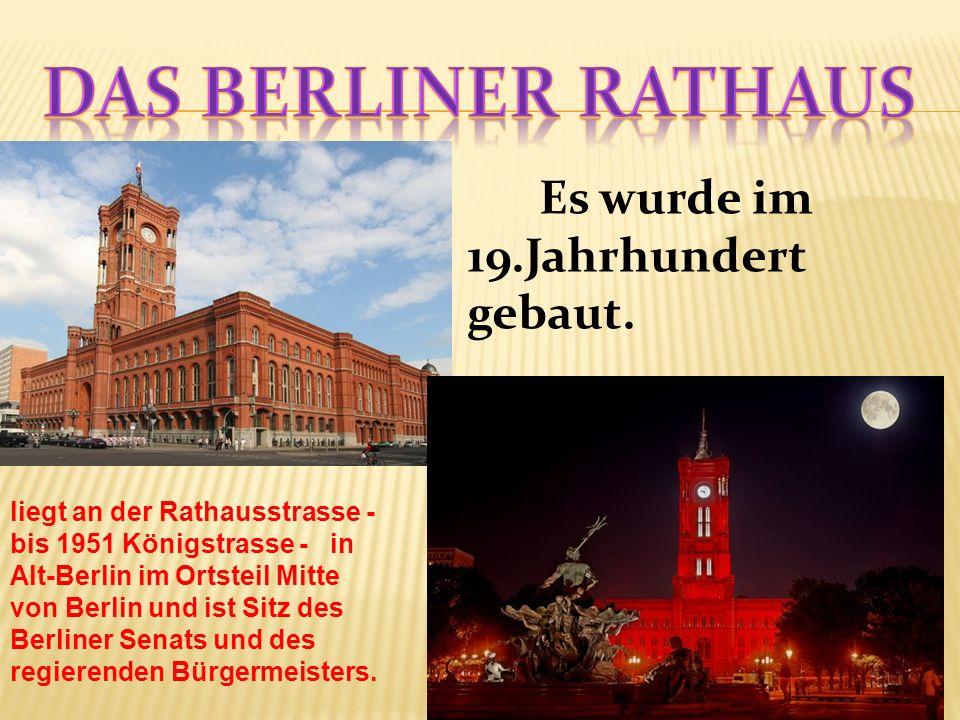 Es wurde im 19.Jahrhundert gebaut. liegt an der Rathausstrasse - bis 1951 Königstrasse - in Alt-Berlin im Ortsteil Mitte von Berlin und ist Sitz des B