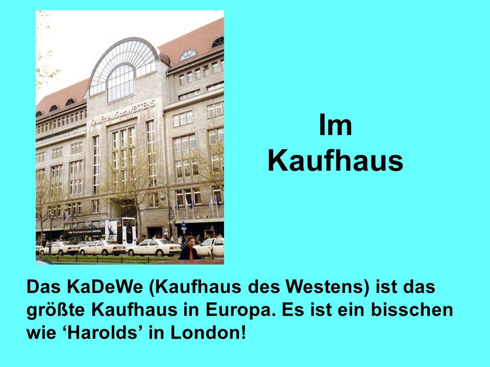 Im Kaufhaus Das KaDeWe (Kaufhaus des Westens) ist das größte Kaufhaus in Europa. Es ist ein bisschen wie Harolds in London!