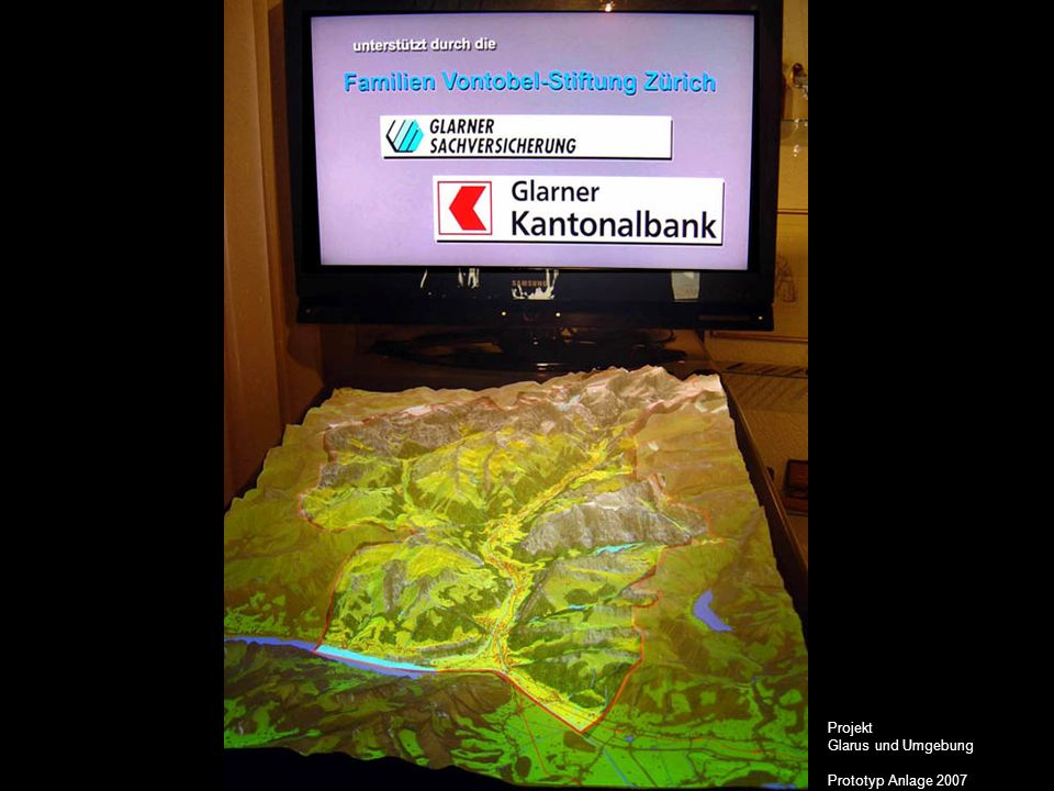 Projekt ganze Schweiz Schweiz interaktiv Die sehr gute Aufnahme dieser neuartigen interaktiven und multimedialen Präsentationsform eines Geländereliefs beim Publikum veranlasst die Arbeitsgruppe Schweiz interaktiv der Linth-Escher-Stiftung als nächstes ein Relief der ganzen Schweiz zu entwerfen und als Prototyp zu bauen.