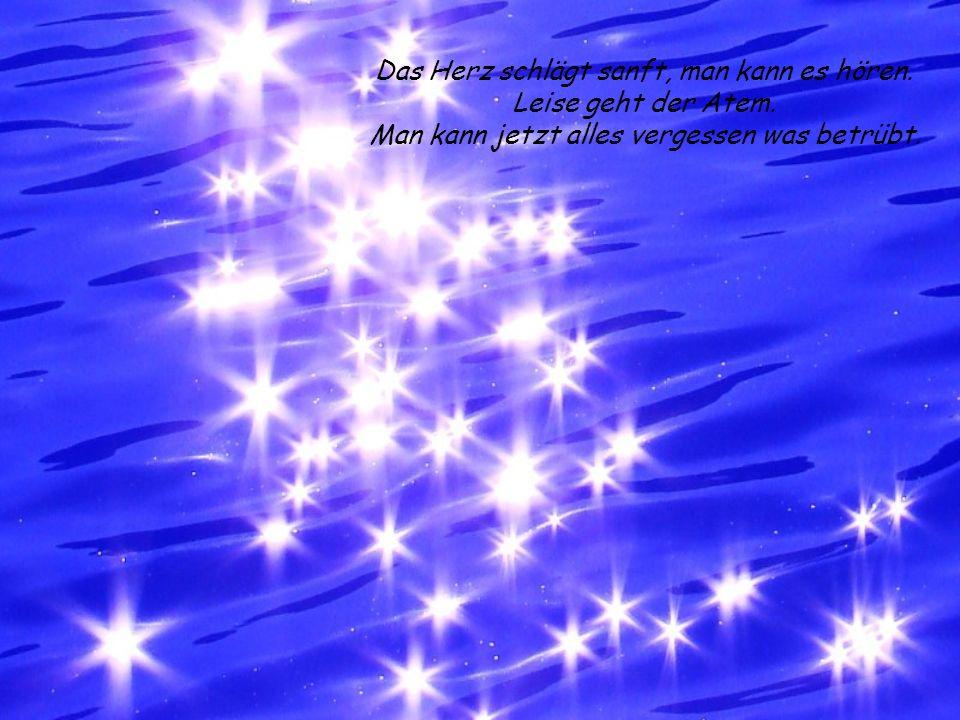 Die Sterne, der Mond, der Himmel und Du haben sämtliche Ilussionen gewollt. Verkünde mir, von deinem Traum ein Stück. Und komm in den Nächten, ins Tra