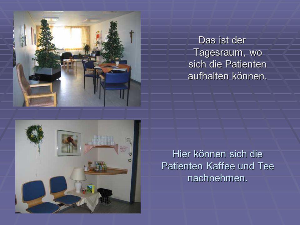 Hier können sich die Patienten Kaffee und Tee nachnehmen. Das ist der Tagesraum, wo sich die Patienten aufhalten können.