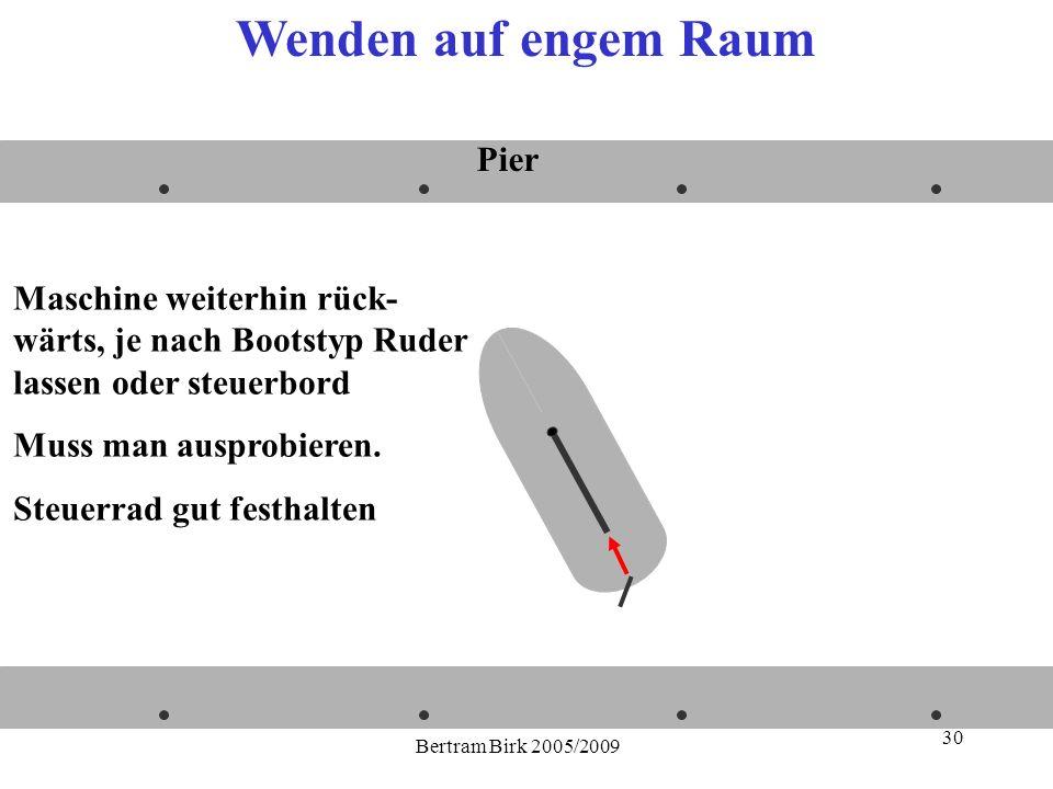 Bertram Birk 2005/2009 30 Maschine weiterhin rück- wärts, je nach Bootstyp Ruder lassen oder steuerbord Muss man ausprobieren. Steuerrad gut festhalte