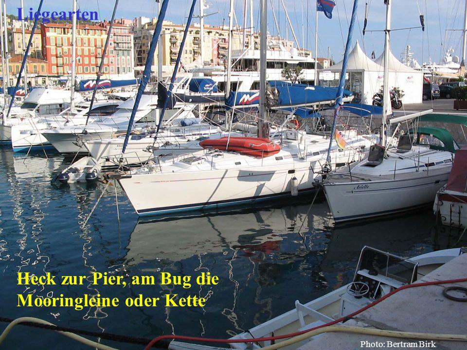 Bertram Birk 2005/2009 56 Heck zur Pier, am Bug die Mooringleine oder Kette Liegearten Photo: Bertram Birk