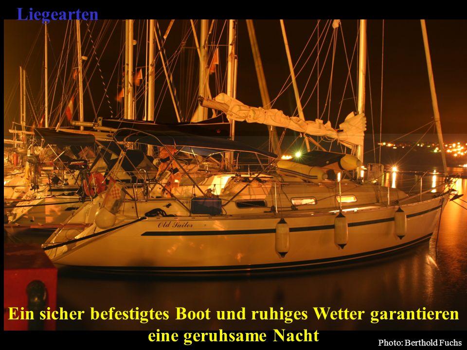 Bertram Birk 2005/2009 57 Ein sicher befestigtes Boot und ruhiges Wetter garantieren eine geruhsame Nacht Photo: Berthold Fuchs Liegearten