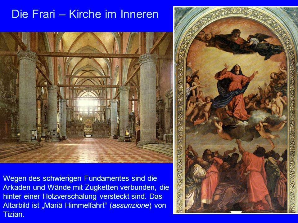Die Frari – Kirche im Inneren Wegen des schwierigen Fundamentes sind die Arkaden und Wände mit Zugketten verbunden, die hinter einer Holzverschalung v