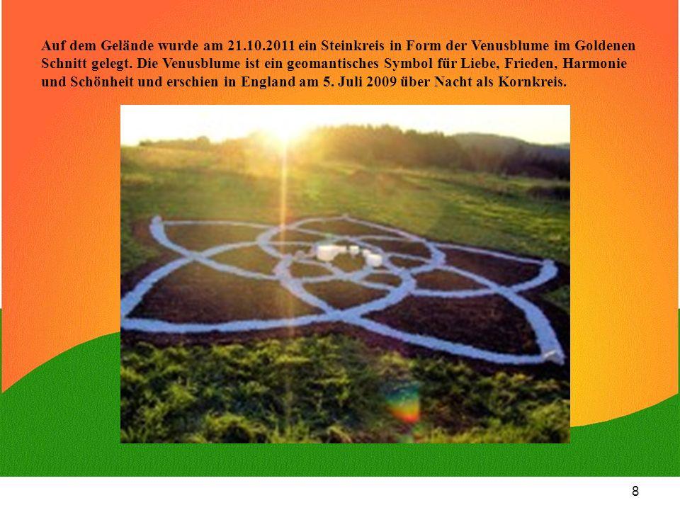 8 Auf dem Gelände wurde am 21.10.2011 ein Steinkreis in Form der Venusblume im Goldenen Schnitt gelegt. Die Venusblume ist ein geomantisches Symbol fü
